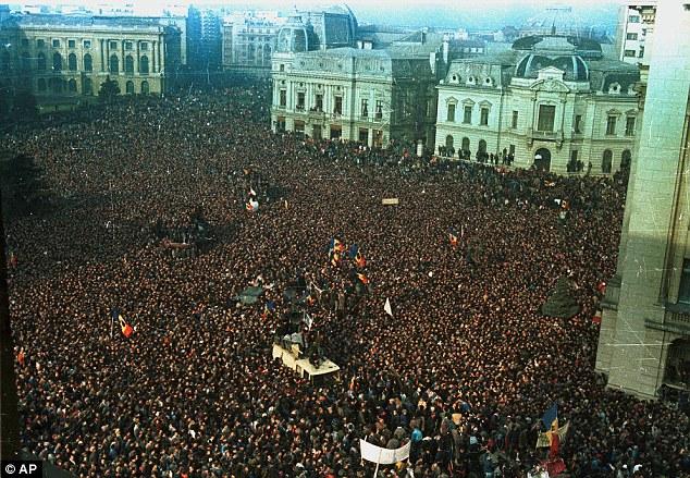 Бухарест, Дворцовая площадь, 21 декабря 1989 г.