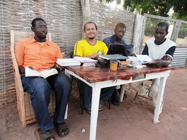 Trabalho de tradução da Bíblia na África.