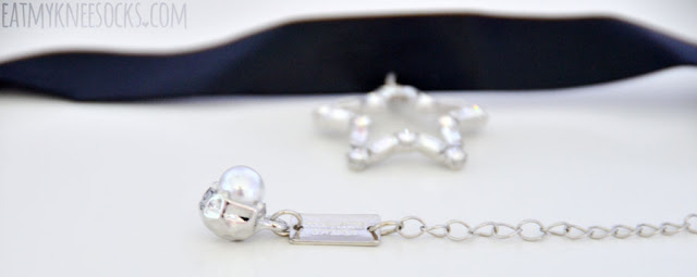 Close-up on the cute pearl embellishment on the rhinestone-studded star pendant leather choker necklace from Born Pretty Store.