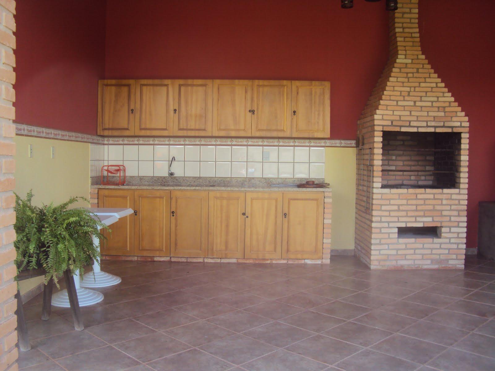 Cozinha independênte para dias de festas móveis em madeira maciça  #692F27 1600x1200 Banheiro Cachorro Grama