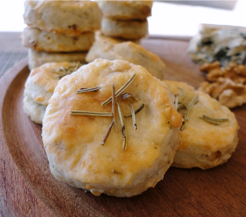 blue cheese walnut and rosemary biscuits: bonheur cuisine