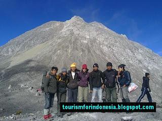 merapi volcano climbers