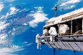 Astronautas da NASA na estação espacial