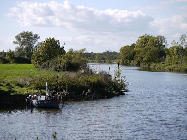bateau de pêche équipé pour la pêche au carrelet dans la Vilaine