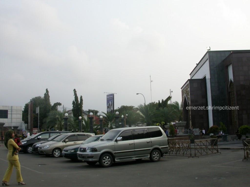 Kota Cirebon - Area Parkir Mobil Masjid Raya At-taqwa