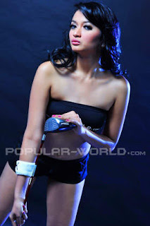 Stella Adiani Model BFN Majalah Popular World, Juni 2012