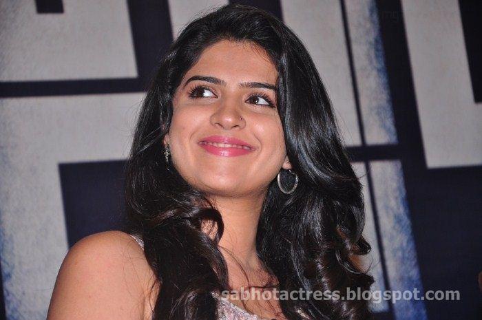 Deeksha Seth In Vettai Mannan Hot Sexy Unseen Stills...