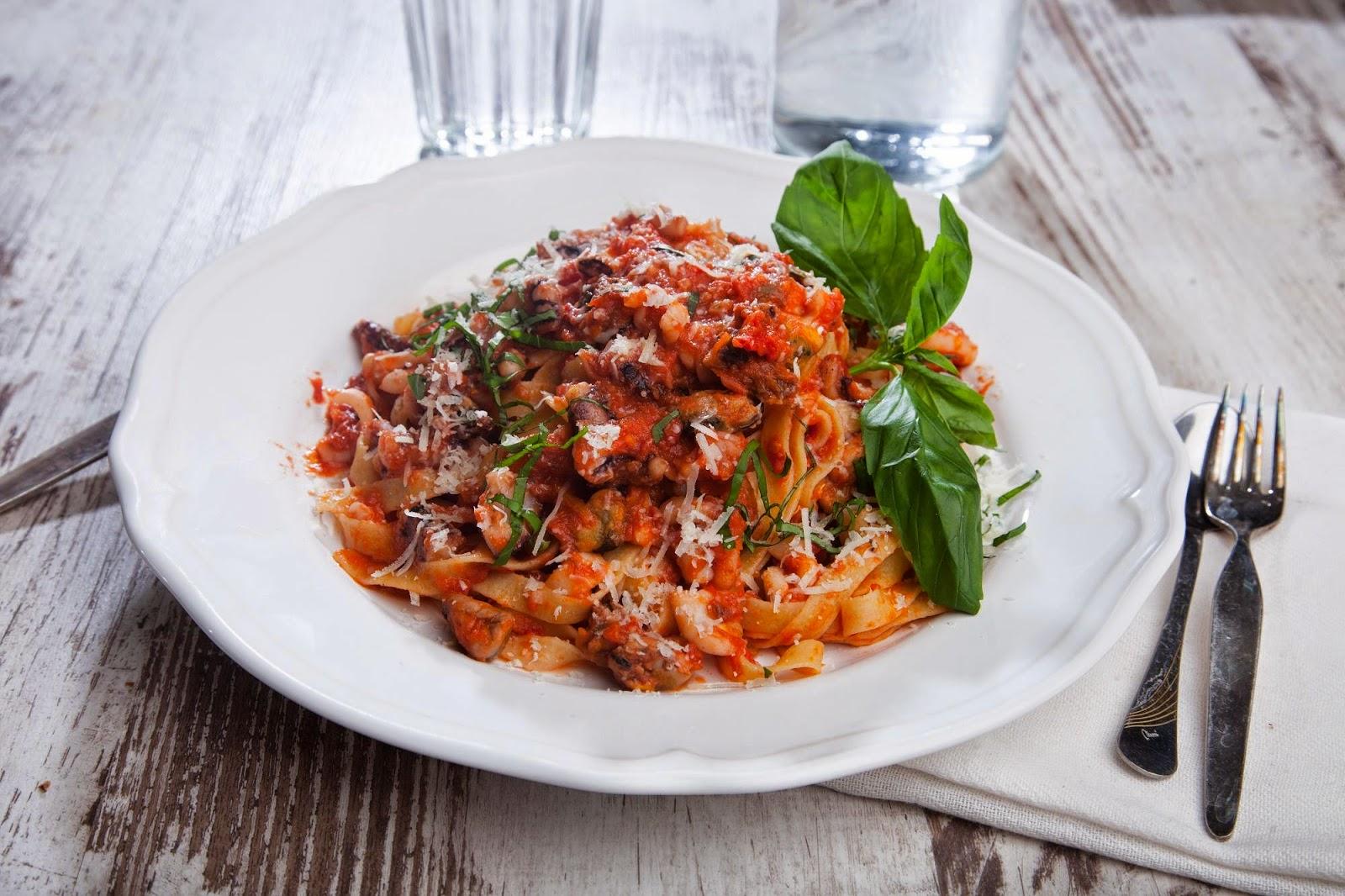 Паста с морепродуктами в томатно-базиликовом соусе от Elementaree и Lavrentieva's Kitchen