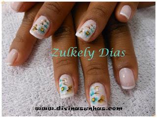 unhas-decoradas-flores-fundo-branco
