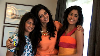 Jhanvi Kapoor looks Beautiful with her mother Sri Devi and Sister