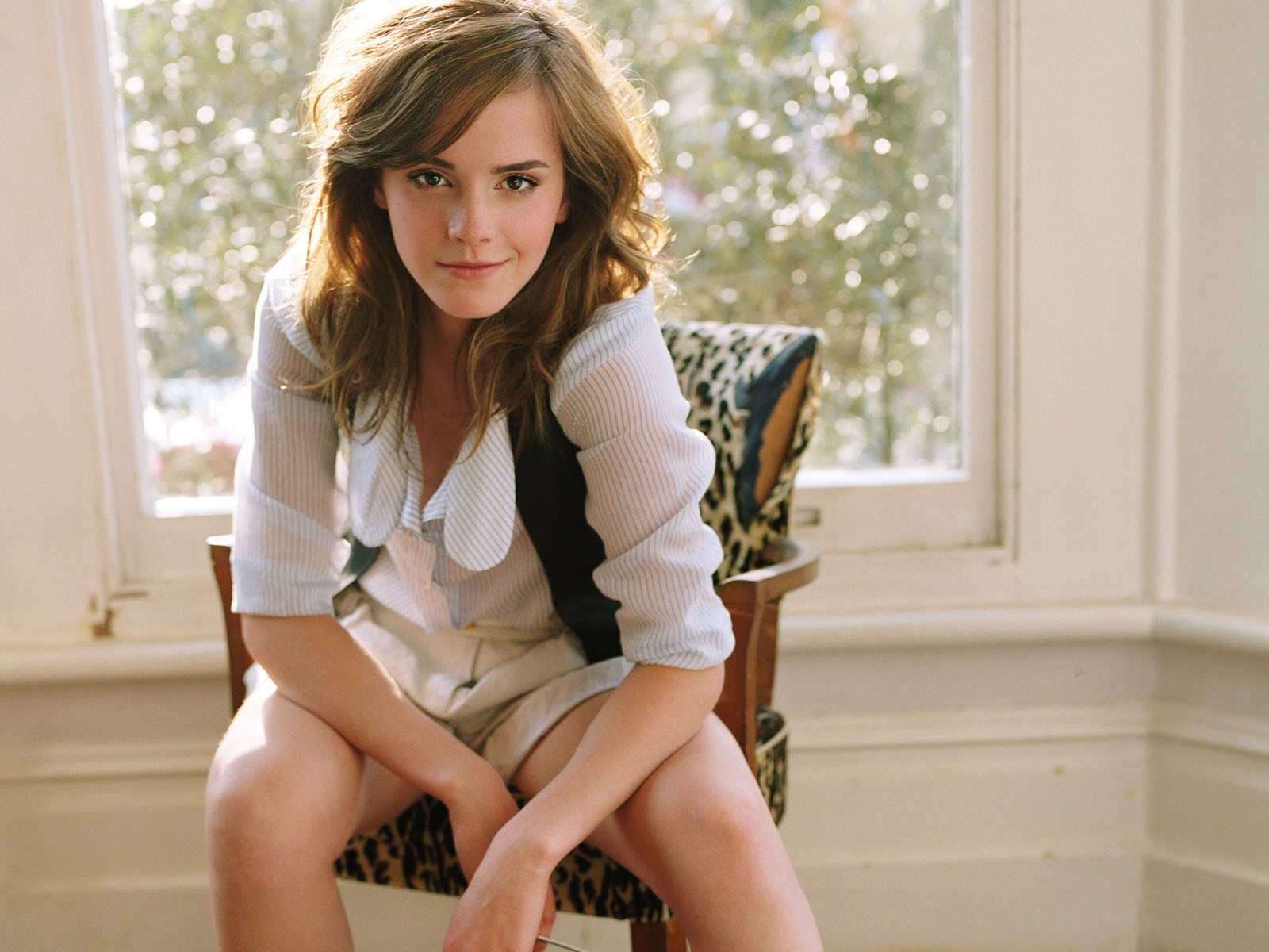 Pretty Girl Emma Watson Torn Denim Blue Shorts And White