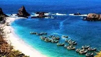 Pantai Papuma begitulah pantai ini disebut Pantai Tanjung Papuma Jember Jawa Timur