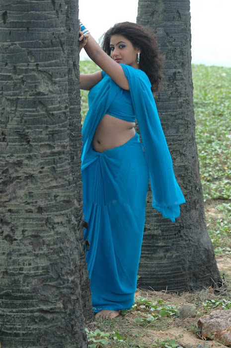 arthi puri in saree