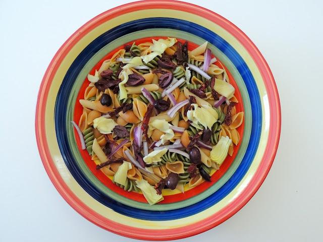 Recipe: Mediterranean Pasta Salad + Mezzetta Holiday Sweepstakes!