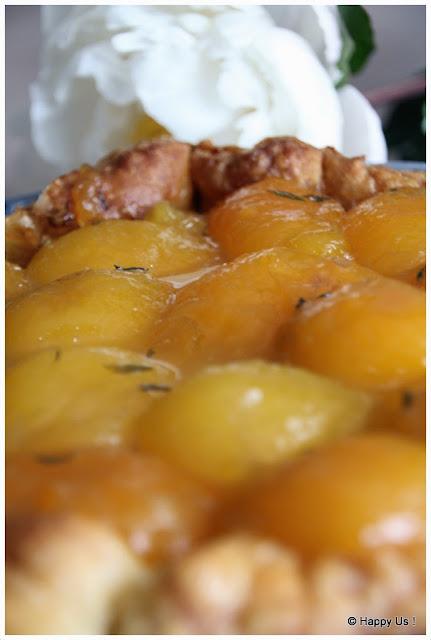 Tarte aux abricots, au miel et au thym