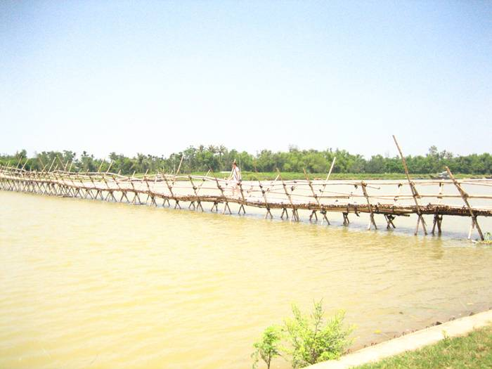 It may seem that only monkeys could make it across traditional monkey bridges—after all, they're typically made of a single bamboo log and one handrail. However, the name comes from the stooped monkey-like posture you have to maintain when crossing, so as not to plunge into the river below.