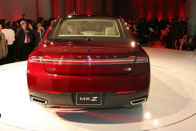 2013-Lincoln-MKZ-taillights