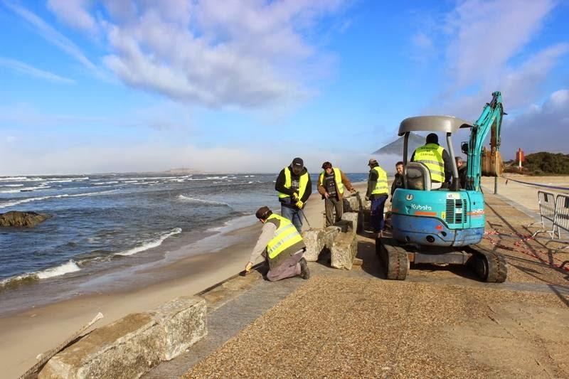 Fotografia da Reparação do paredão da praia de Moledo