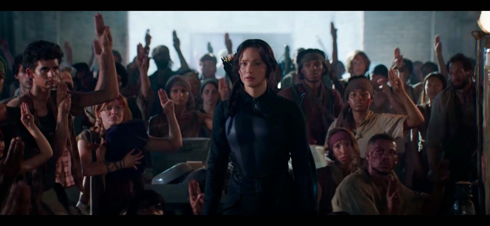 Katniss ganándose el apoyo de la gente.