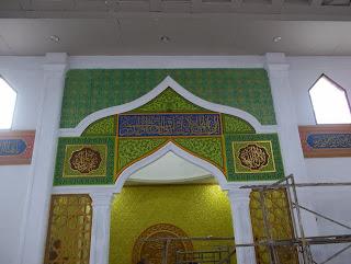 gambar kaligrafi masjid nurul jadid dengan teknik spon timbul