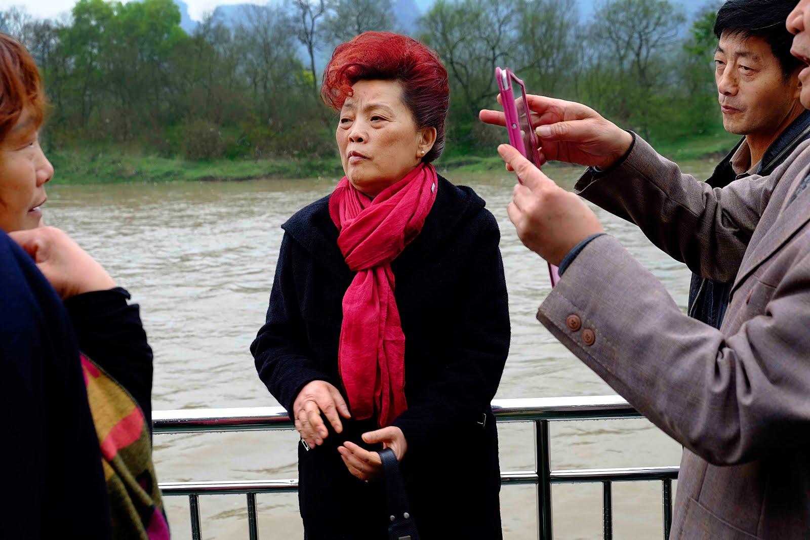 La femme aux cheveux rouges - Rivière Lijang
