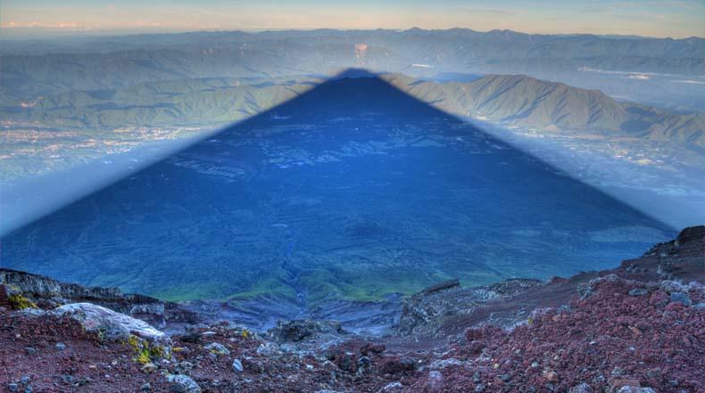 Imagen del día: La sombra perfecta del monte Fuji al amanecer