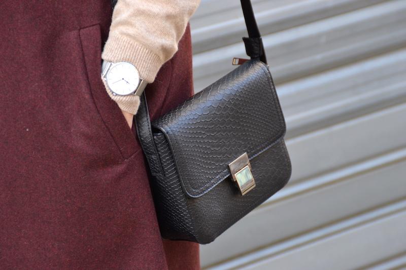 Jean noir H&M, pull col montant ASOS, Blazer sans manche NewLook,sac noir Pimkie, bottines Bakajoo, montre Cluse