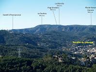 Des del Montpedrós hi ha línia visual directa amb el Castell d'Eramprunyà