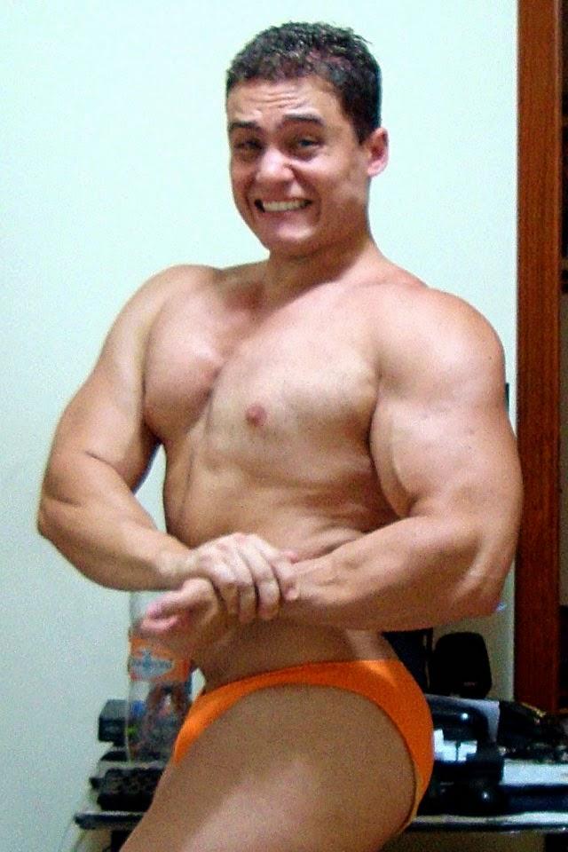 Fisiculturista Rodrigo Peixoto mostra a musculatura ganha durante o off-season. Foto: Arquivo pessoal