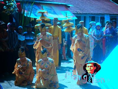 Vidio Penari MERAK dan Penari PONGGAWA, Seni Galura Lengser Mapag Pengantin Sunda di Pagaden Barat.