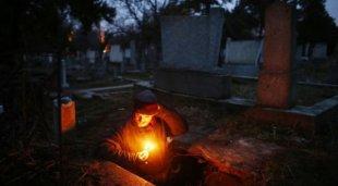 Wow, Kuburan Menjadi Tempat Tinggal Selama 15 Tahun dari daniel maulana