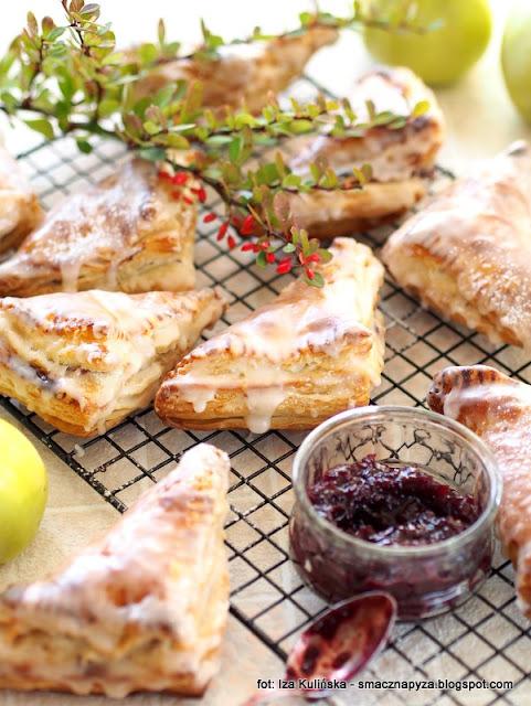 rożki francuskie z dżemem , dżem , nadzienie , domowe ciasto francuskie , kuchnia francuska , moje wypieki , domowa cukiernia , najsmaczniejsze dania , słodkości , ciastka