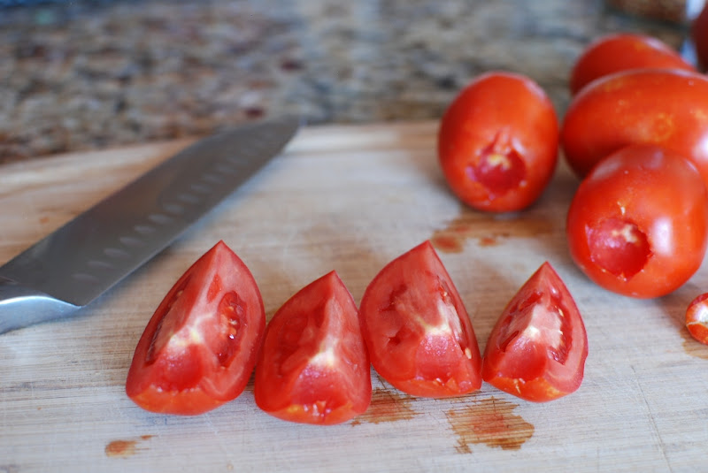 how to cut a tomato into wedges