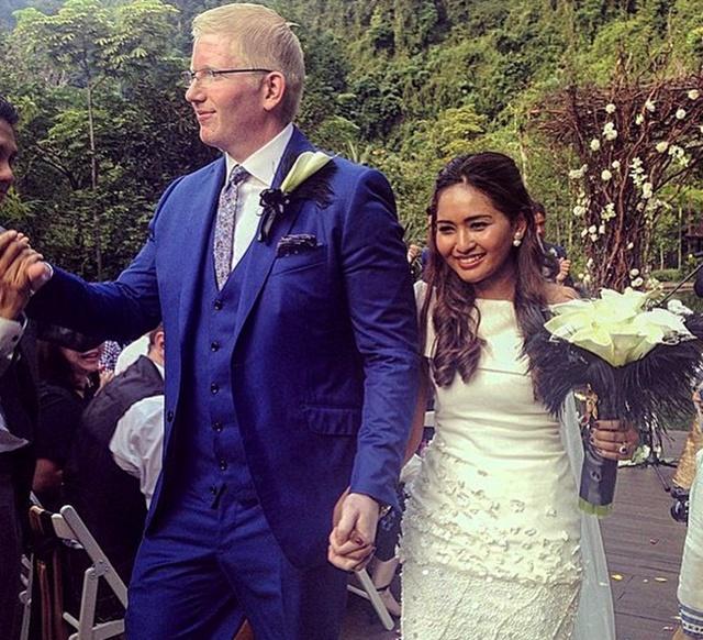 Wanita Ini Dikecam Netizen Berkahwin Mengikut Cara Kristian!
