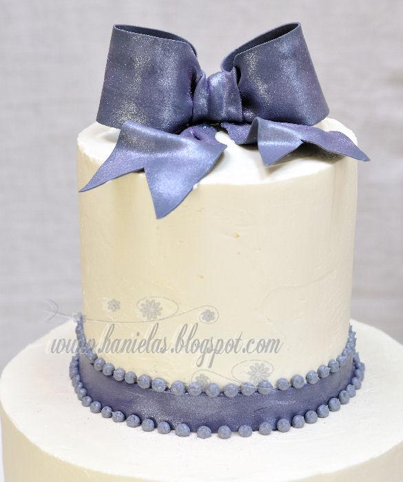 Haniela 39 S Gray White Bridal Shower Cake