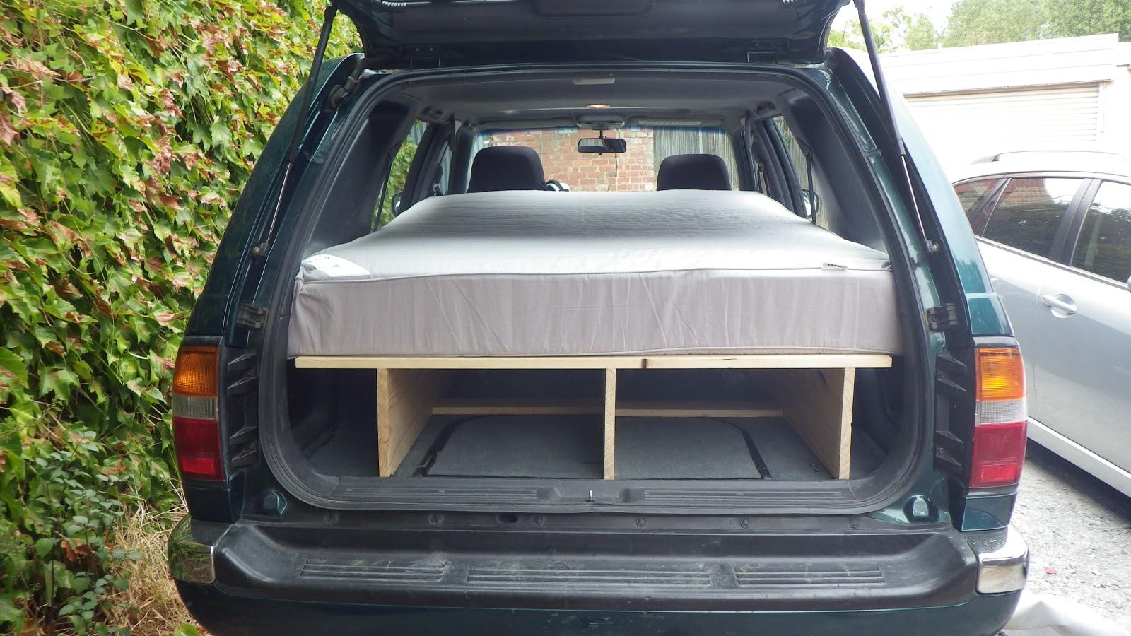 a la recherche de taz la voiture le bolide le monstre que dis je la cavalerie by mata. Black Bedroom Furniture Sets. Home Design Ideas