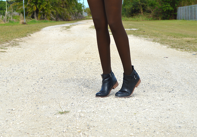 Fashion Blogger Anais Alexandre of Down to Stars in Dolce Vita Rodge boots