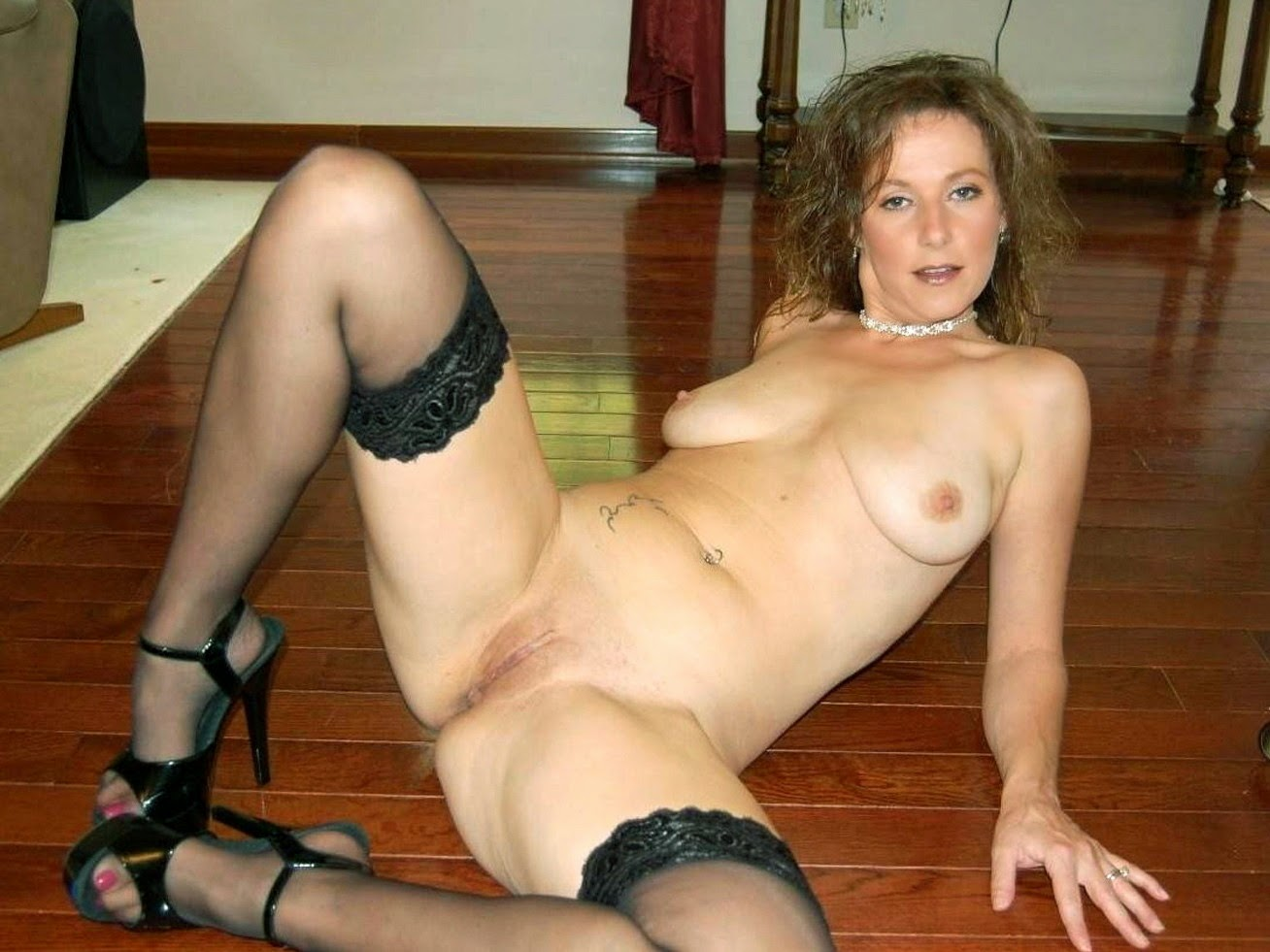 Amateur wife wearing lingerie