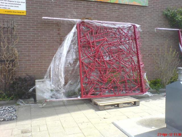 Condomínio usa peças usadas de bicicletas em cerca