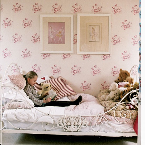 Bedroom Wallpaper In Pakistan London Bedroom Decor Design Of Teenage Bedroom Bedroom Design Jobs: Modern Country Style: Easy Guide To Using Florals In A