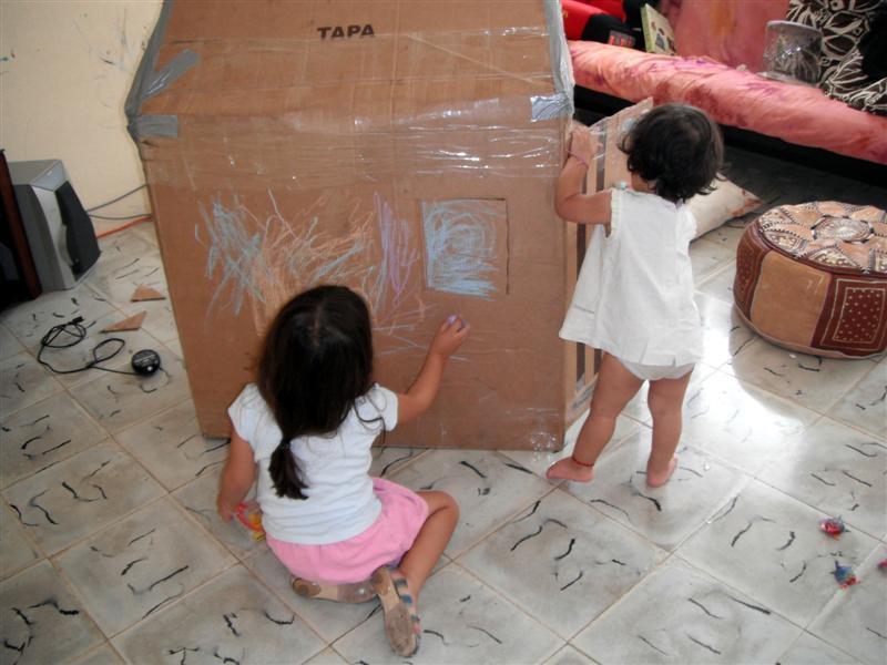 Manos a la obra reutilicemos cajas de carton y tubos for Jugar a hacer casas