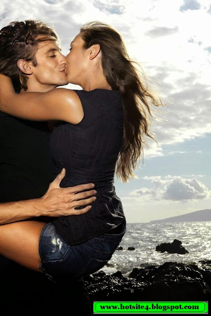 Loving Couple Kissing Hot 2014
