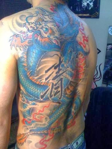 Dragão chinês tatuado nas costas