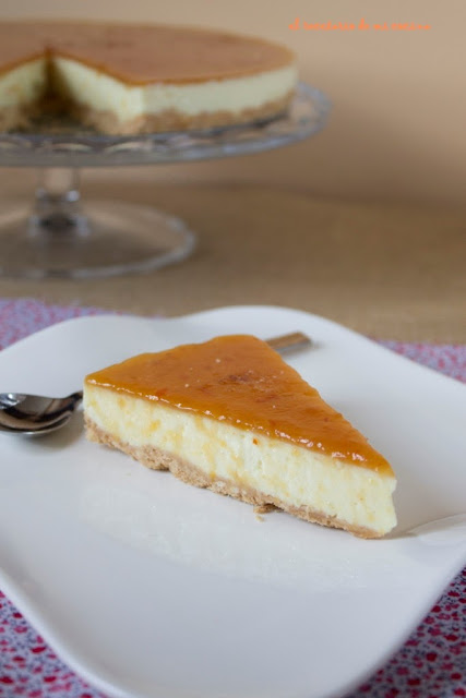 tarta de queso al limón con cobertura de mermelada
