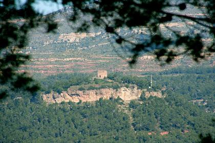 El Castell de Gallifa vist des de sota el Farell