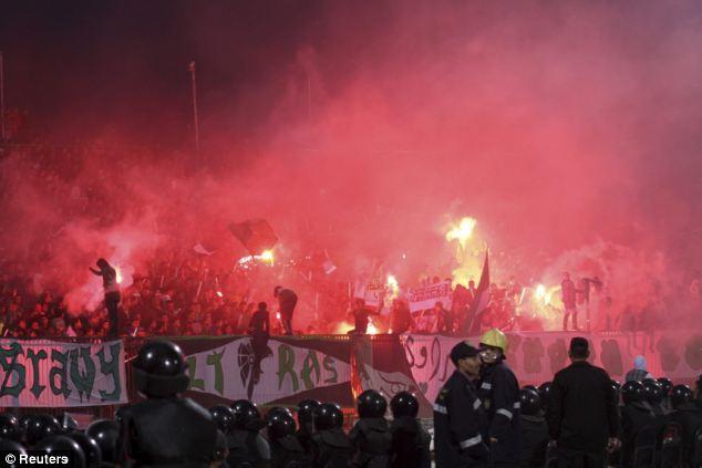 74 maut dalam rusuhan bola sepak di Mesir