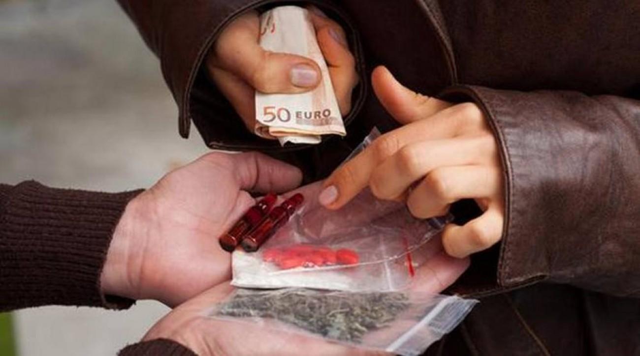 Σαντορίνη: Νεαροί πούλησαν ναρκωτικά σε… αστυνομικό της δίωξης