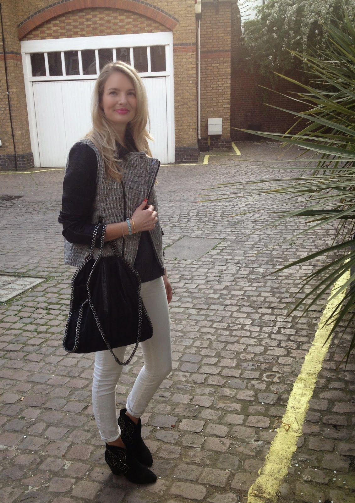 j brand, j brand jeans, white jeans, black and white look, mango jacket, mango biker jacket, tweed jacket, stella mccartney bag, stella mccartney falabella, ash boots, chrissabella