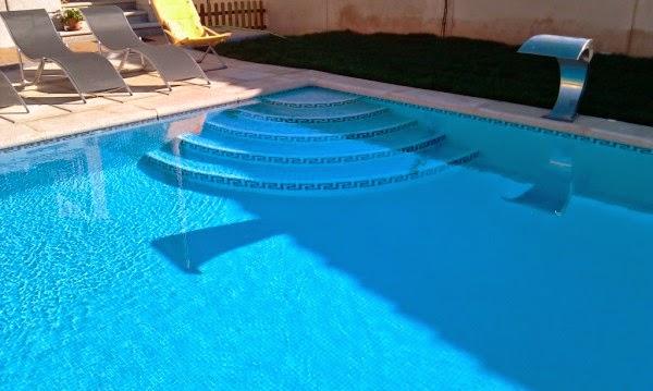 Marzua escaleras para piscinas for Escaleras de piscina
