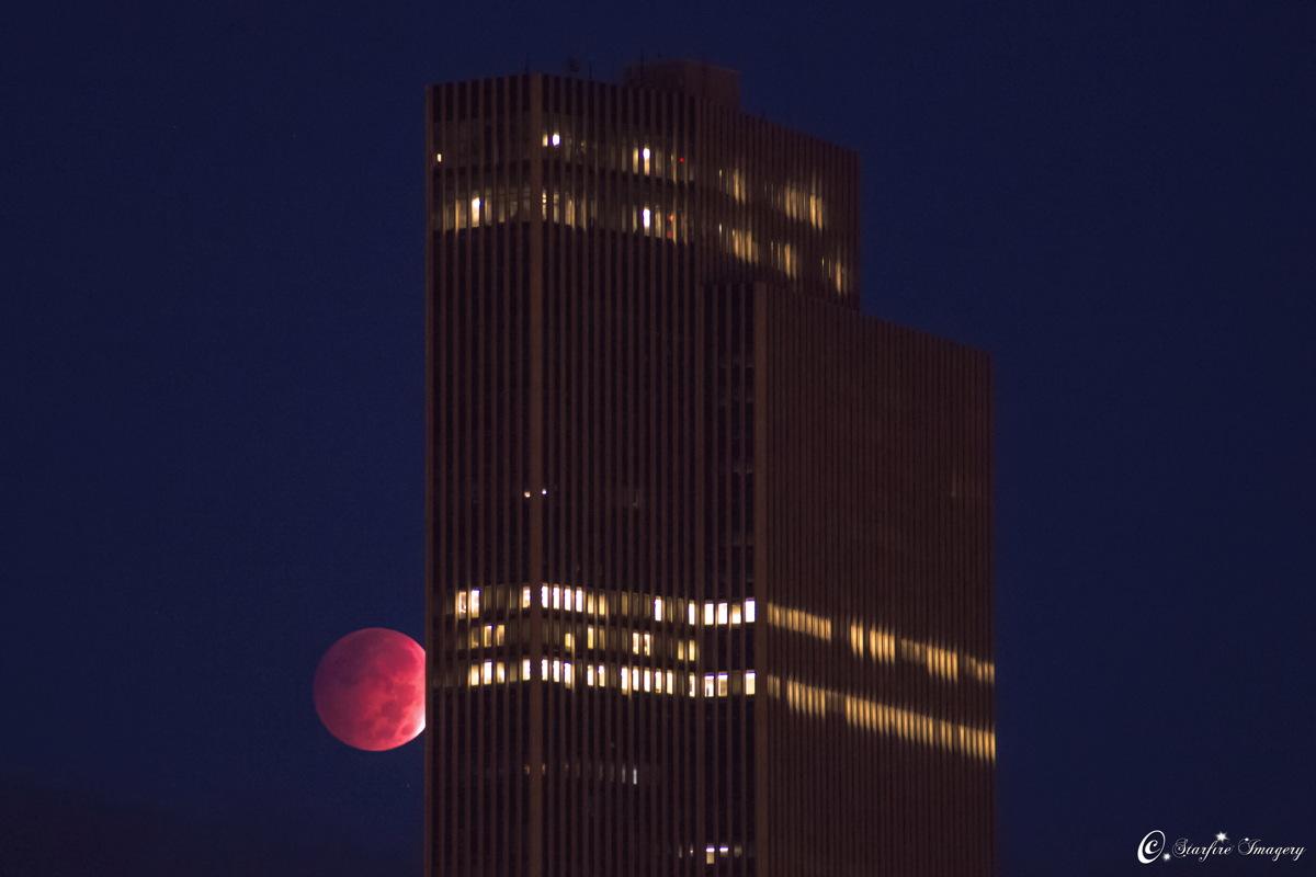 Лунное затмение в Олбани, штат Нью-Йорк, США